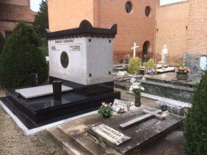 Die Gestaltung der Gräber richtet sich nach keiner Verordnung. Hier ist Vielfalt erwünscht.